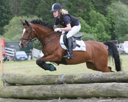 Flora Reemtsma stellte mit einem 2. Platz beim Preis der Besten am Wochenende in Warendorf auf Pony Pamira LK  unter Beweis, dass sie weiter zu den besten deutschen Pony-Vielseitigkeitsreitern gehört. Foto: Jutta Wego