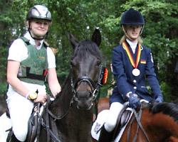 Lara Bergmann und Flora Reemtsma wurden vom Bundestrainer für die letzte Formüberprüfung in Engersen (24. bis 26. Juni) für die Pony-Europameisterschaften vom 26 bis 31. Juli 2011 Jaszkowo/Polen nominiert.
