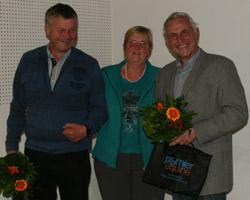 Cupsieger Georg Koch (l.) bei den Senioren und Dr. Burkhard Dittmann als Zweiter mit Rita Nagel, die den Beirat neun Jahre vorstand und nicht mehr zur Wahl antrat.